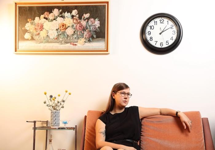 Nadia Reid sit Credit Meek Zuiderwyk WEB
